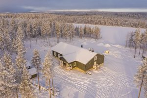Main building of Piiru Forest Resort of Christmas House Safaris in Rovaniemi